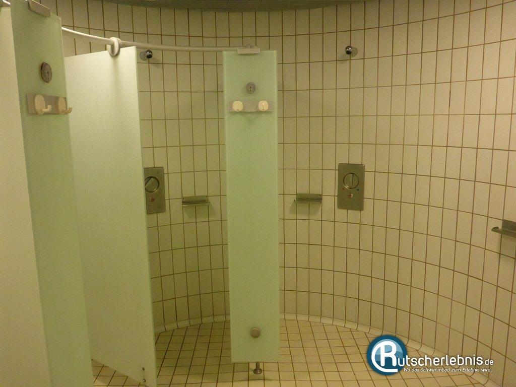 nackt duschen schwimmbad